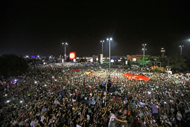People demonstrate outside Ataturk international airport during the failed coup d'état in Istanbul, Turkey on July 16, 2016. REUTERS/Huseyin Aldemir